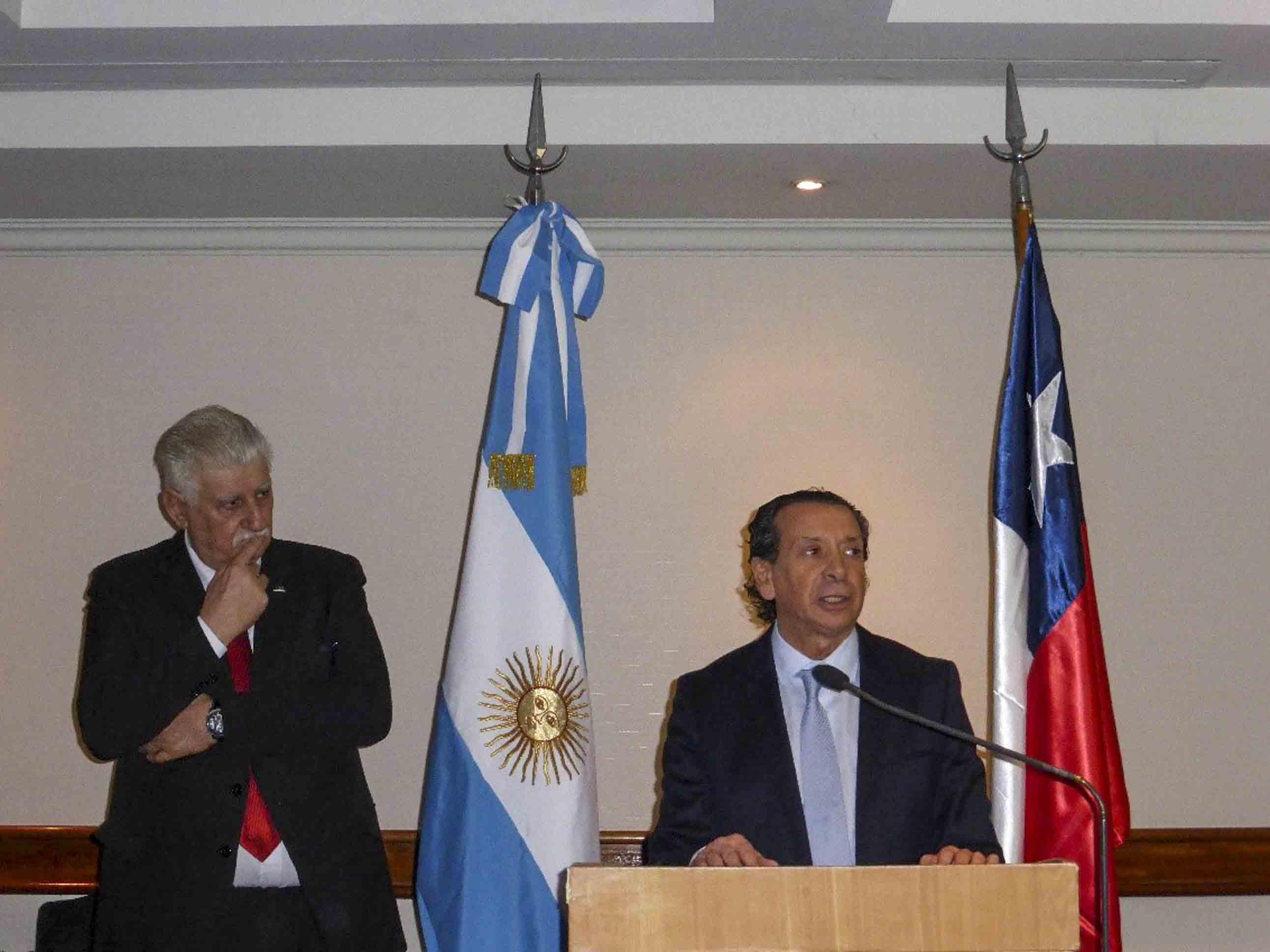 De izq. a derecha: Ing. Alejandro Wagner (AAICI), Embajador José Octavio Bordón, Ministro Dante Sica, Sr. Alberto Sellaro (CIC), Sr. Félix Halcartegaray (Fedeccal)
